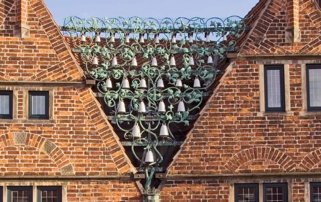 Engagiert für das kulturelle Erbe Bremens: 25-jähriges Jubiläum feiert das Glockenspiel in der Böttcherstraße