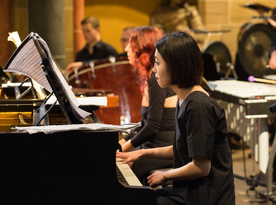 Claudia J Birkholz und JiHyun Bang zeigten die Besonderheiten des Flügels