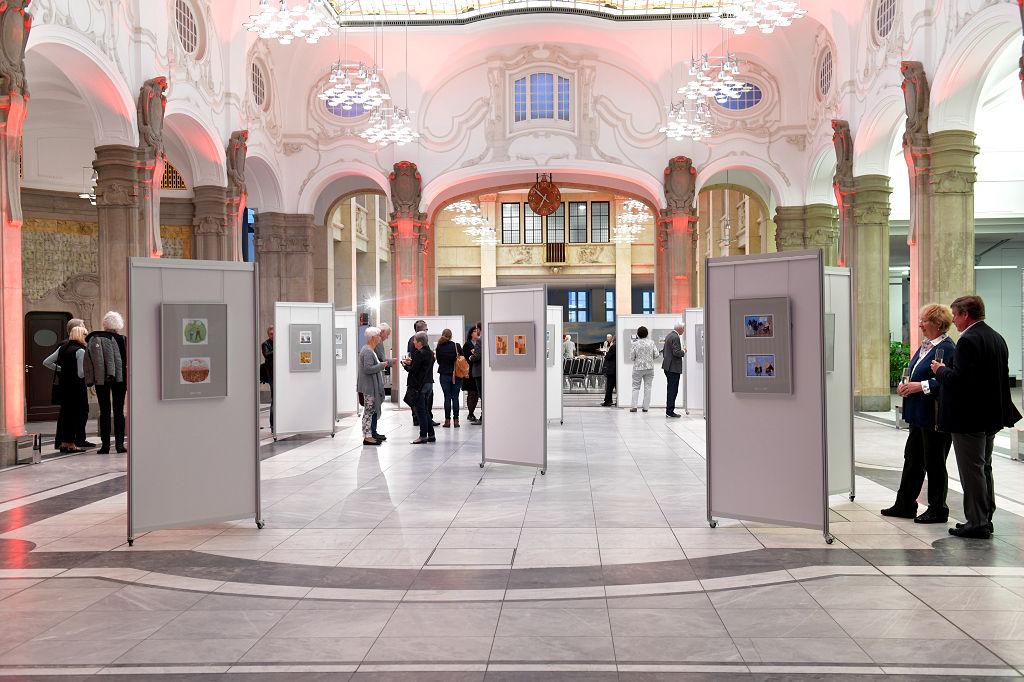 Vom 25. April bis zum 29. Juni ist die Ausstellung in dem FinanzCentrum der Sparkasse Bremen zu sehen.
