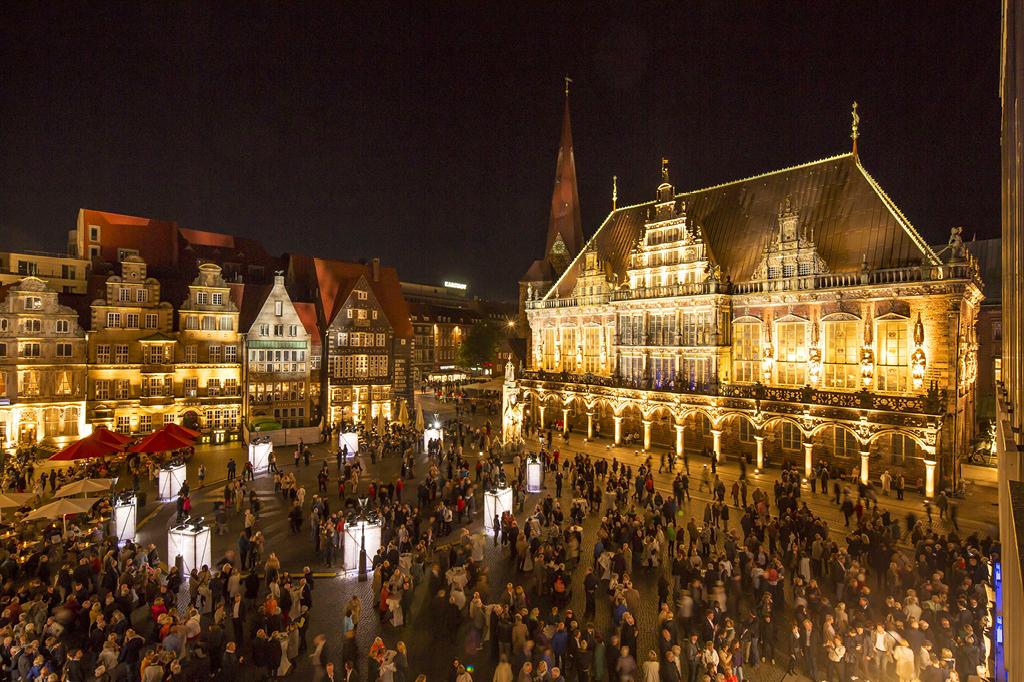 Diverse Spielstätten rund um dem Marktplatz laden vom 25. August bis zum 15. September zu einigen Konzerten während des Bremer Musikfestes