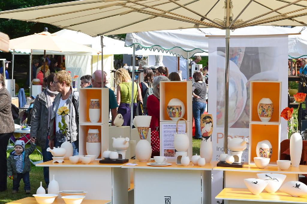 29. Bremer Keramikmarkt - Teller in den Wallanlagen