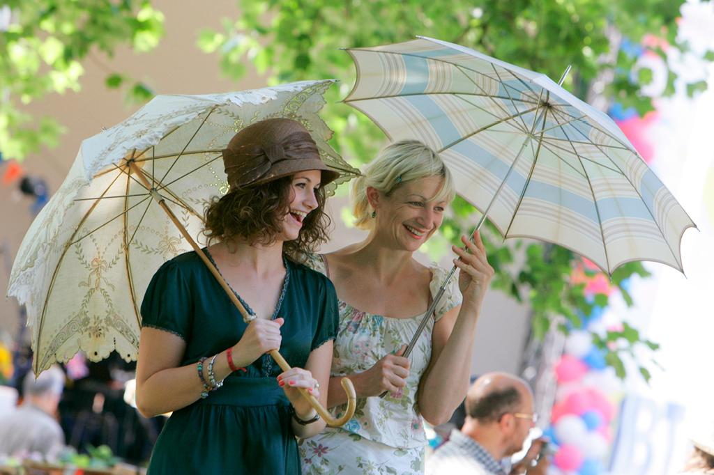 """Bei hoffentlich blauem Himmel und angenehmen Temperaturen lädt das Festival """"Sommer in Lesmona"""" drei Tage lang zu musikalischen und kulinarischen Genuss."""