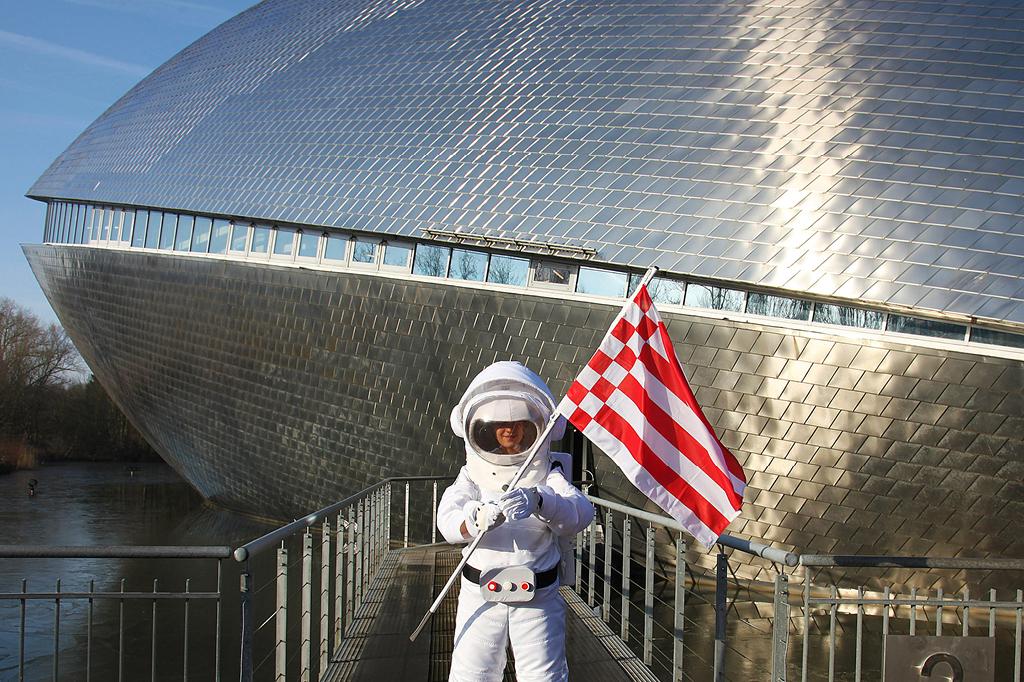 """Raumfahrt als reine Männerdomäne? Das Gegenteil beweist die Ausstellung """" Space Girls Space Women"""" im Universum Bremen!"""