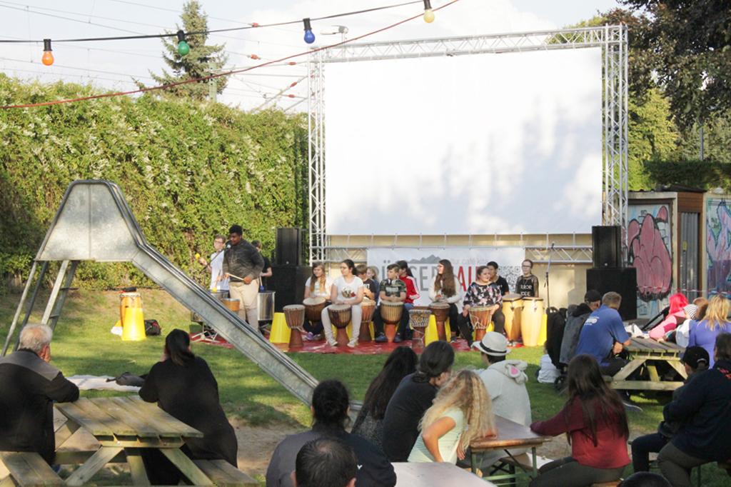 Eine große Leinwand, frisches Popcorn und Lifemusik: der Mahndorfer Open-Air Kinoabend klingt erfolgsversprechend