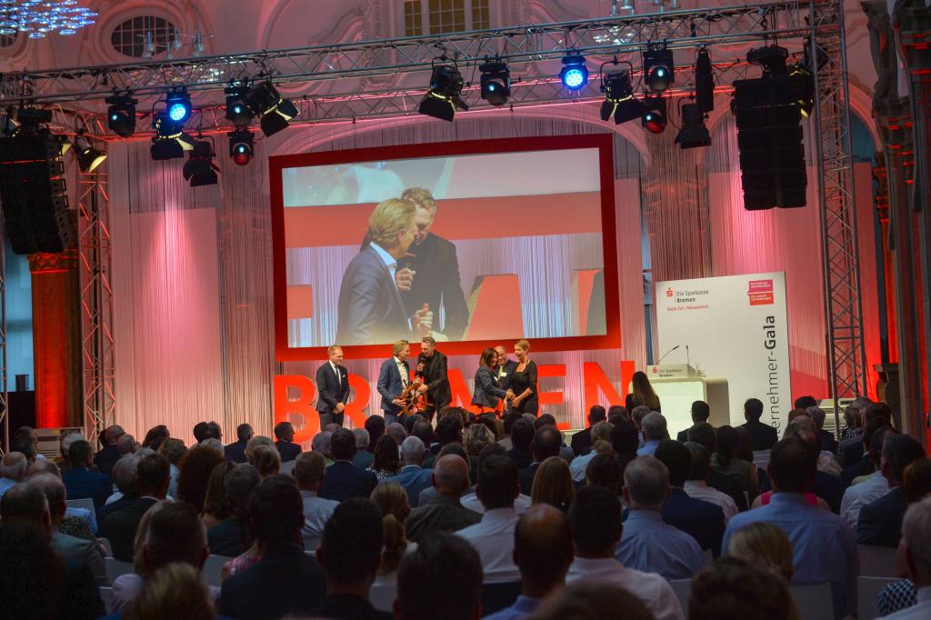Rund 600 hochkarätige Gäste aus Wirtschaft, Politik und Gesellschaft waren zu der Unternehmer-Gala im FinanzCentrum der Sparkasse Bremen geladen.
