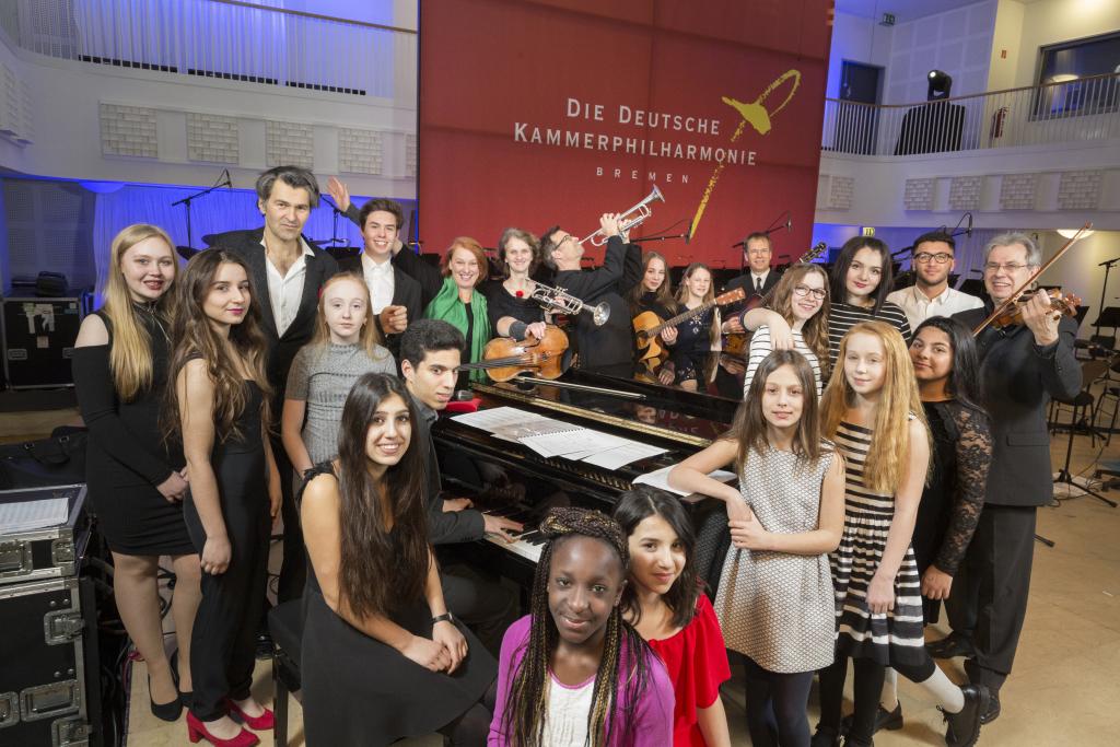 BREMEN, 10.02.2017, Melodie des Lebens 19, Zukunftslabor der Deutschen Kammerphilharmonie Bremen und der Gesamtschule Ost mit Mark Scheibe