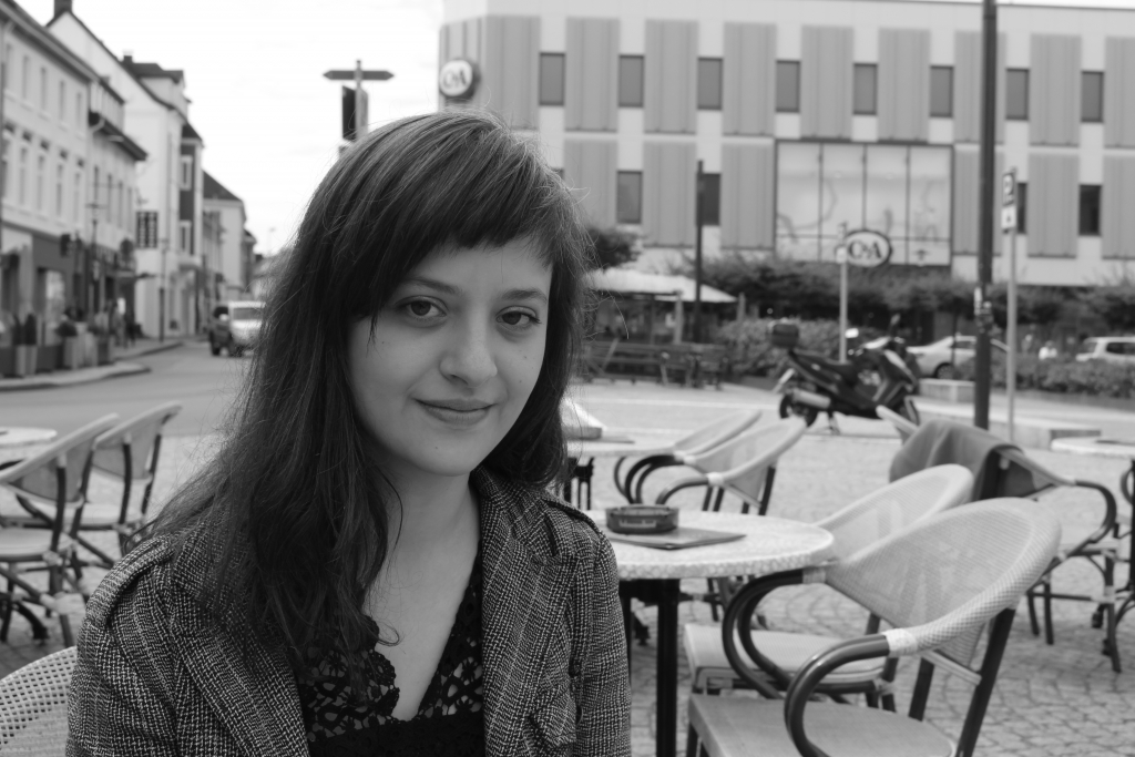 """Özlem Özgül Dündar ist im Rahmen von """"poetry on the road"""" im Bremen 4u-café zu Gast. Foto: Elif-Verlag"""