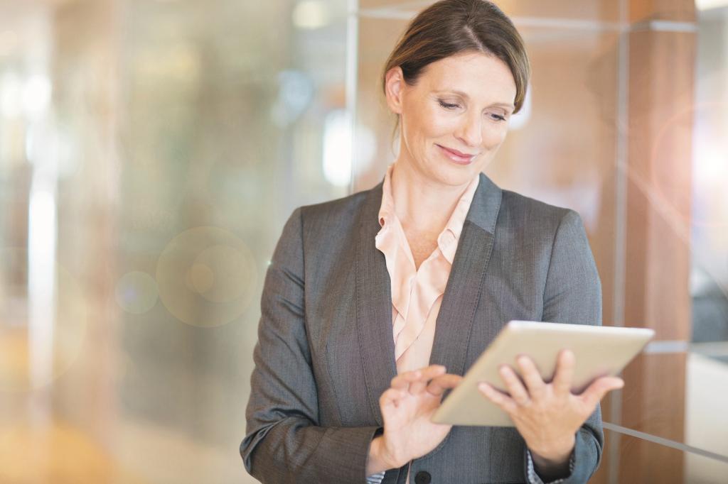 Geschäftsfrau prüft Ihre Finanzen am Tablet.
