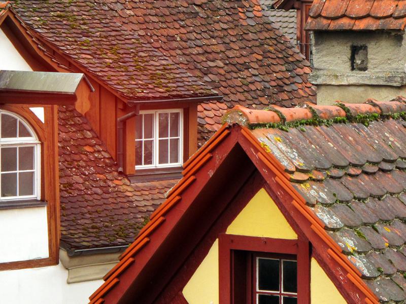 Dächer von Häusern.